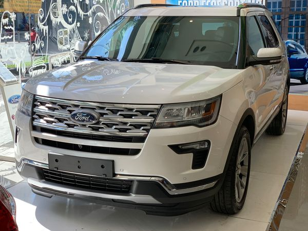 Ngoai-that-ford-explorer
