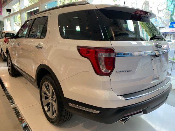 ngoai-that-ford-explorer-1